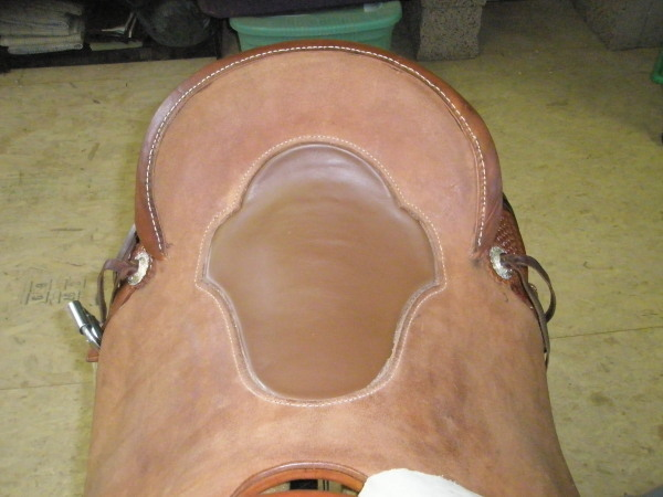 Inset saddle seat